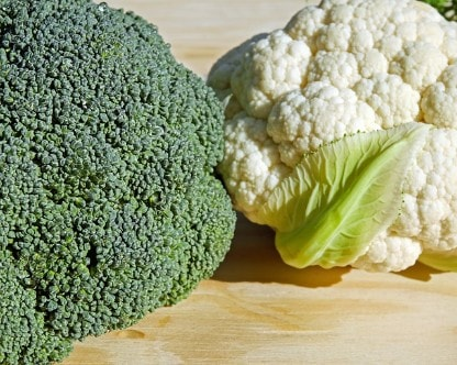 Blumenkohl und Brokkoli nebeneinander